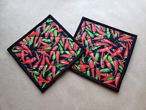 (Cayenne Pepper Potholders Set of 2 Pair Southwestern Kitchen Linens Red Green Chili Pepper Home Decor Quilted Hot Pads Insulated Trivets Tex Mex Kitchen Decor Spicy Hot SW Handmade Gifts Under 20)