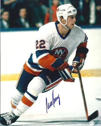 Mike Bossy Signed - Autographed New York Islanders 8x10 inch Photo
