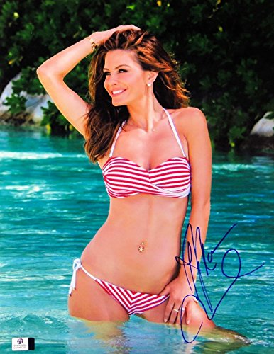 Maria Menounos Autographed 11X14 Photo Sexy Gorgeous Bikini in Pool GV848355