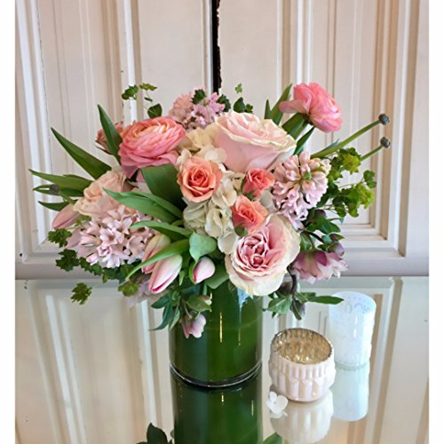 Dilly Lily - Designer's Choice : Soft and Sweet Flower Bouquet - Fresh and Hand Delivered - Chicago Area - Designers Choice Arrangement