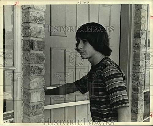 - Vintage Photos 1970 Press Photo David Dunn, High School Student Enters Wig Salon in Houston, TX
