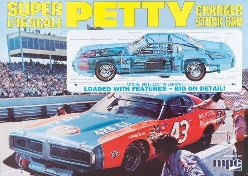 Qiyun MPC Model Kits MPC 1 16 Richard Petty NASCAR Charger Plastic Model MPC767