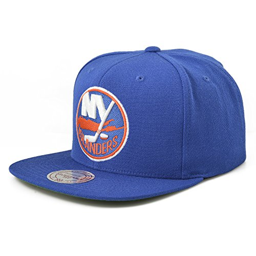Mitchell & Ness New York Islander NHL VINTAGE WOOL SOL in Royal Snapback with Green Bottom ()
