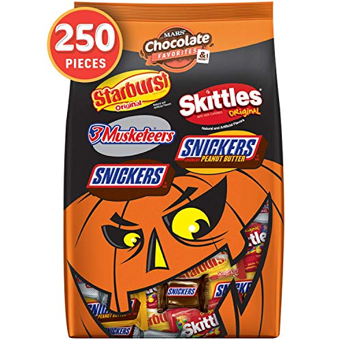 SNICKERS, 3 MUSKETEERS, SKITTLES & STARBURST Halloween Chocolate Candy Variety Mix 95.1-Ounce 250 Count (Pack of 1)