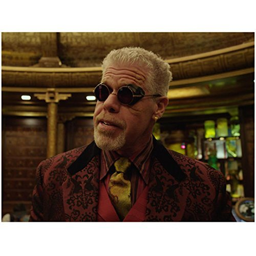 Pacific Rim (2013) 8x10 Photo Ron Perlman in Maroon Jacket & Gold Tie Dark Glasses Pose 1 kn ()