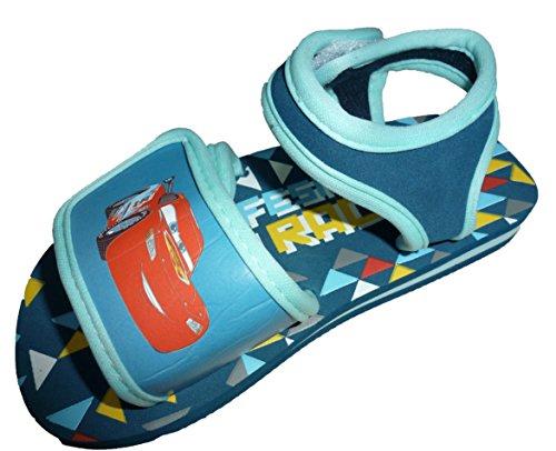 Zapatillas de Cars con velcro por delante y por la parte de atrás.