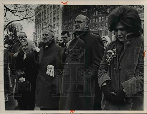(Vintage Photos 1963 Press Photo Pres. Kennedy memorials tributes in Public Square - 9 x 7 in. - Historic Images)