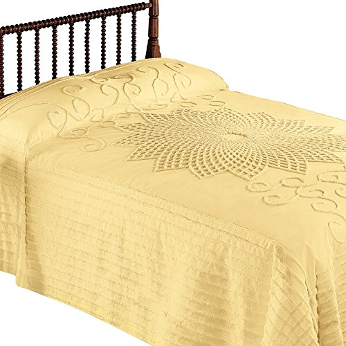 Collections Etc. Vintage Starburst Bedspread with Country Handwork Detailing, Lightweight Bedspread, Yellow, Full