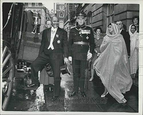 1962 Vintage Picture - Historic Images - 1962 Vintage Press Photo Sudanese Ambassador Sayed Amin Ahmed Hussein Goes to Palace