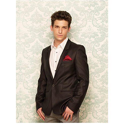 Daren Kagasoff 8 Inch x 10 Inch Photograph The Secret Life of the American Teenager ITV Series 2008 - 2013) Leaning Against Wall w/Thumbs in Pockets kn (Secret Life Of The American Teenager Actors)