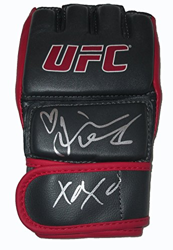 Felice Herrig Autographed Ufc Grey Training Fight Glove W Proof  Picture Of Felice Signing For Us  Ultimate Fighting Championship  Ufc  Champion  The Ultimate Fighter