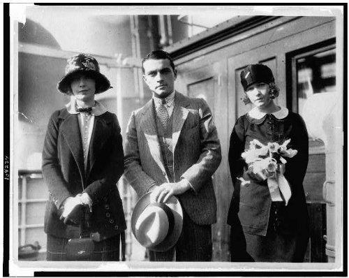 (HistoricalFindings Photo: Parting of ways,Lillian,Dorothy Gish,Richard Barthelmess,actors,actresses,1924)