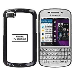 FECELL CITY // Duro Aluminio Pegatina PC Caso decorativo Funda Carcasa de Protección para BlackBerry Q10 // Kiss Me White Quote Text Minimalist Love