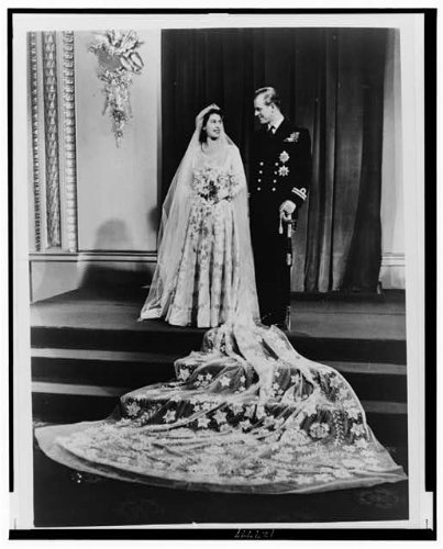 HistoricalFindings Photo: Queen Elizabeth II,Prince Philip,Wedding Dress,Military Uniform,1947,Marriage