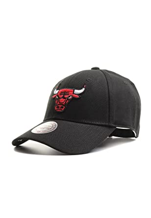 new arrival 1a23d ced89 Mitchell   Ness Men Caps Snapback Cap NBA Team Logo Low Pro Chicago Bulls  Black Adjustable  Amazon.co.uk  Clothing