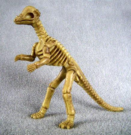 Micropachycephalosaurus Dinosaur one-piece skeleton replica 4 1/2 inches tall - F3293 B66 (One Replica Piece)