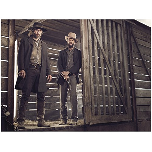 Hell on Wheels (TV Series) 8x10 Photo Anson Mount/Cullen Bohannan & Common/Elam Ferguson Standing in Doorway of Cattle Car kn ()