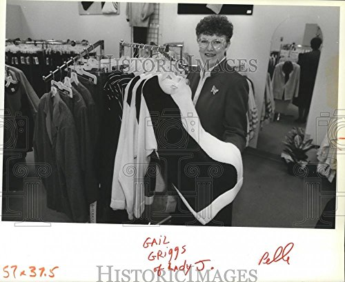 1988 Press Photo Manager Gail Griggs With Lady J's Selections-Franklin Park - The Park Franklin Mall