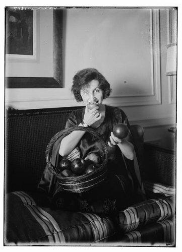 Photo: 1923,Amelita Galli-Curci,coloratura soprano,furniture,baskets,fruit,apples