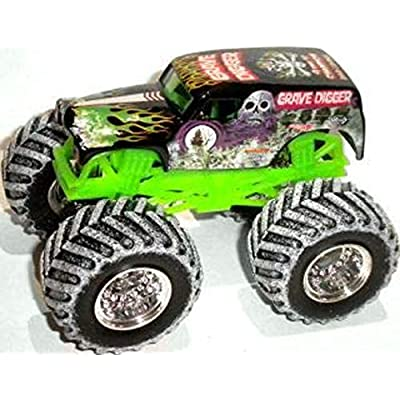 Hot Wheels Monster Jam Snow Tires 1:64 2020 Special Holiday Edition 25th Anniversary (Grave Digger): Toys & Games