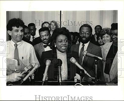 1989 Press Photo City Councilwoman Beverly Clark and Her Supporters - hca79944