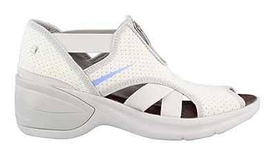 adc256a02e Amazon.com | BZees Women's, Krave Mid Heel Sandals | Sandals