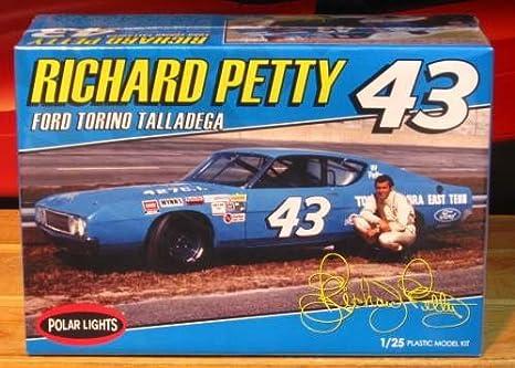 Ford Torino Talladega Richard Petty Nascar 43 1:25 Model Kit Polar Lights POL896