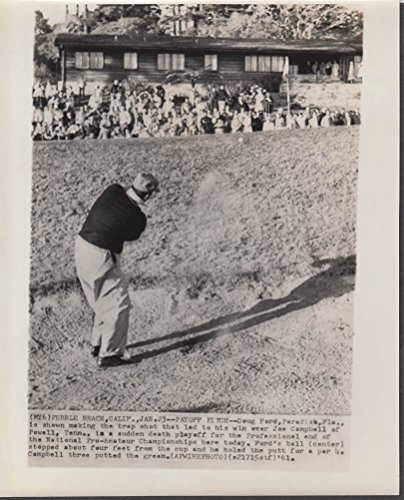 Doug Ford chips to green to help him win 1961 Pebble Beach Pro-Am newsphoto