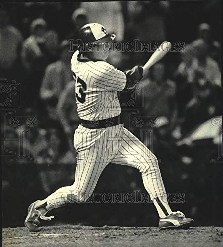 Game Winning Home Run Photo - Vintage Photos 1985 Press Photo Milwaukee Brewers' Ted Simmons Hits a Game Winning Home Run.