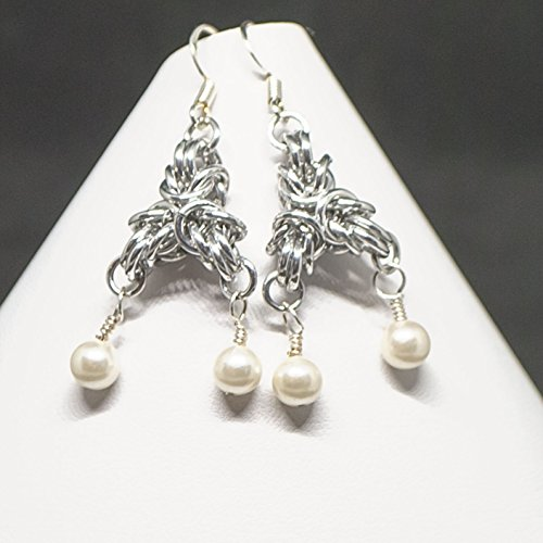 Polishing Mother Of Pearl (Silver Tone (Bright aluminum) Byantine Chainmail Triangle Earrings with Tiny Pearls)