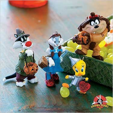 QFO6379 Trick or Treating in Oz Looney Tunes 2007 Hallmark Halloween Ornaments 4 Peice Set ()