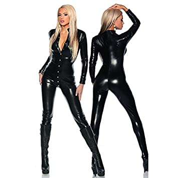 Sexi girl dance in leather pants not