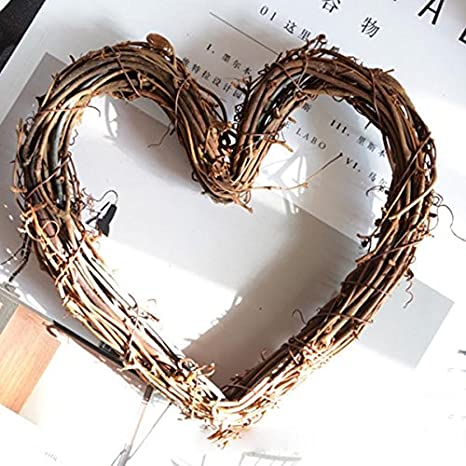 SODIAL 1pc 30cm Christmas Rattan Ring American Style Natural Heart Rattan Festive Shop Window Door Hanging Wreaths