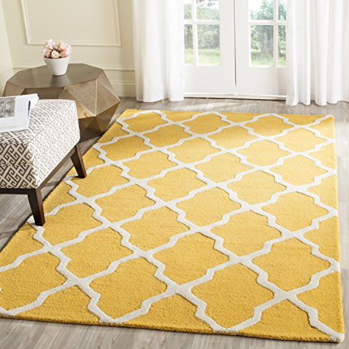Safavieh Cambridge Collection CAM121Q Handcrafted Moroccan Geometric Gold and Ivory Premium Wool Area Rug (4' x 6')