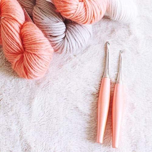 FURLS Odyssey Peach Crochet Hook 6'' (5.00 (H))