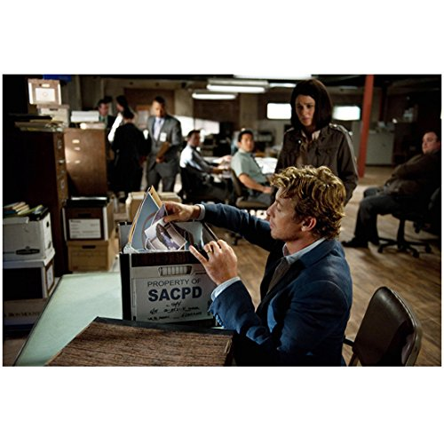 (The Mentalist Simon Baker as Patrick Jane Sorting Evidence Box at his Desk 8 x 10 Photo)