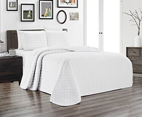 Grand Linen 3-Piece Dobby Stripe Quilt Set (102