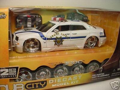 Amazon.com: Jada Dub City Chrysler 300C Police Car 1:18 Scale Die ...