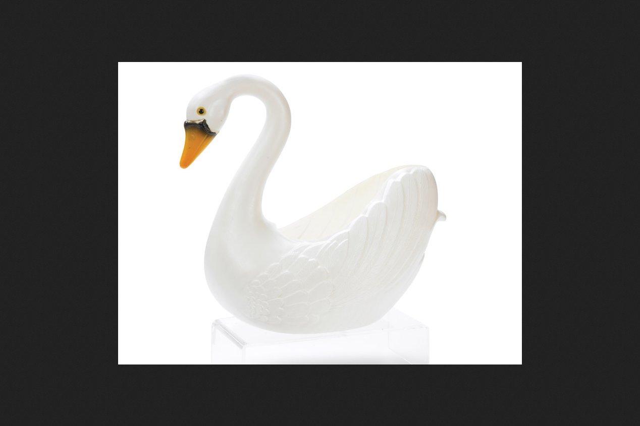 Cado 51680 Classic Outdoor Indoor Animal Plastic Swan Planter, White, 16 Tall