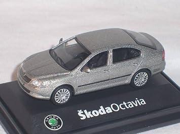 Skoda Octavia ii 2 Facelift 2008 Limousine 012b Rot Corrida Uni 1//72 Abrex Model