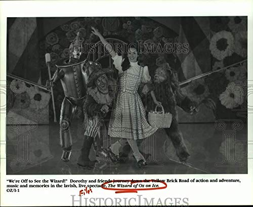 Vintage Photos 1995 Press Photo Dorothy and Friends in The Wizard of Oz on Ice - hca59122