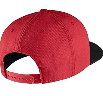 finest selection 5a18e 50319 Nike Unisex Futura True 2 Adjustable Snapback Hat University Red Black  584169-659  Amazon.in  Clothing   Accessories