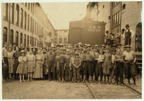 HistoricalFindings Photo: Washington Cotton Mills,Fries,Virginia,Child Labor,Lewis Wickes Hine,May 1911