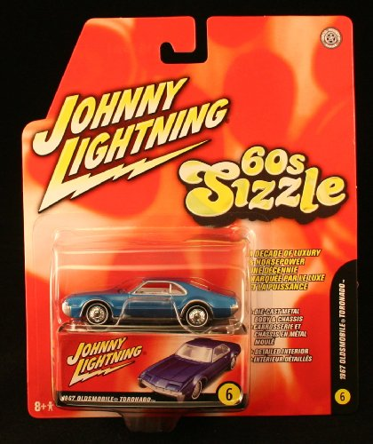 1967 OLDSMOBILE TORONADO * 60s Sizzle * 2006 Johnny Lightning 1/64 Scale Die-Cast Vehicle