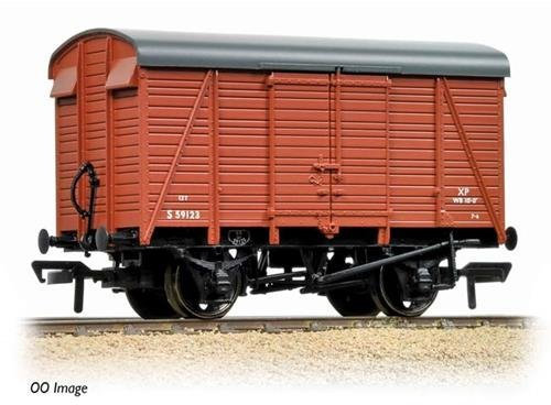 Graham Farish 377-427 12 Ton Southern 2+2 Planked Ventilated Van BR Bauxite by Graham Farish