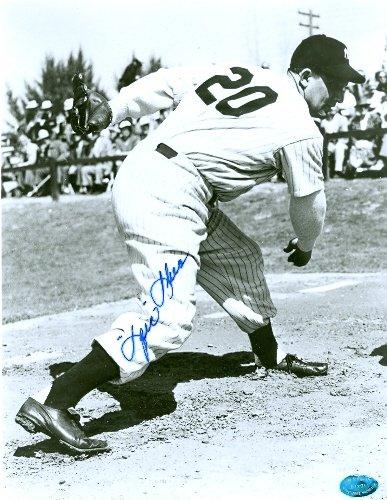 Autograph Warehouse 60055 Spec Shea Autographed 8 x 10 Photo New York Yankees Image No .2 (Shea Autographed Baseball)