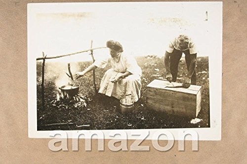 vintage-photo-of-old-time-picnic-woman-cooking-mk110