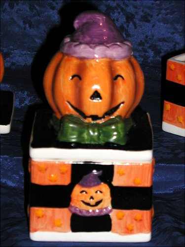 HOLIDAY SPIRIT PUMPKIN HEAD HAUNTED JACK O'LANTERN MAGIC HALLOWEEN OLD WORLD TRADITIONAL STYLE CERAMIC COLLECTOR CANDY, TRINKET STASH and JEWELRY RING -