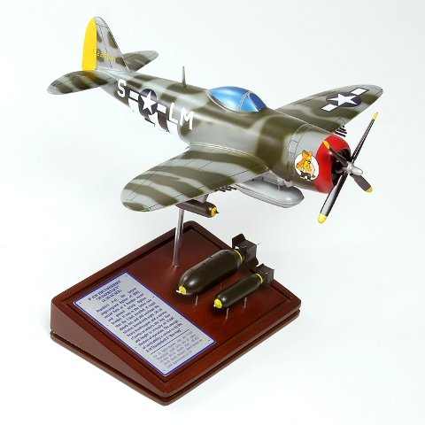 Fighter P-47d Thunderbolt (Mastercraft Collection Planes and Weapons Series Republic P-47D THUNDERBOLT Model Scale:1/39)