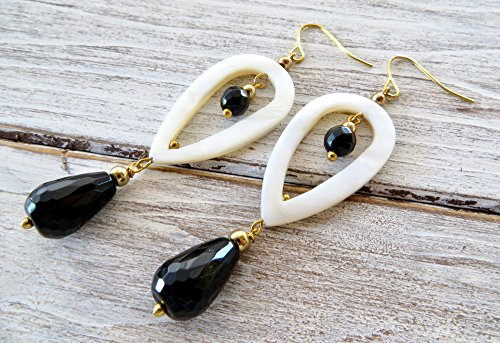 White mother of pearl earrings with black agate, carved drop earrings, gemstone jewelry, fashion jewelry, dangling earrings, gift for her